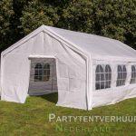 Partytent 4x8 meter voorkant schuin met deur huren - Partytentverhuur Den Bosch